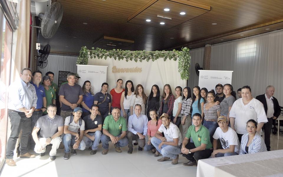 Globoaves e Alltech realizaram palestras sobre poedeiras comerciais no Paraguai